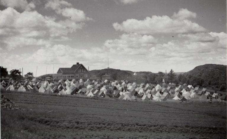 Många tält i Skeppsviken.